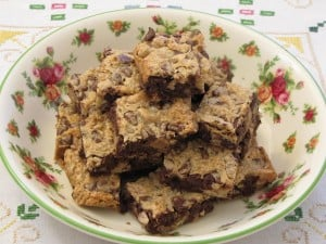 Monday Menu: Chocolate Chip Cookie-Bars {Vintage Recipe}