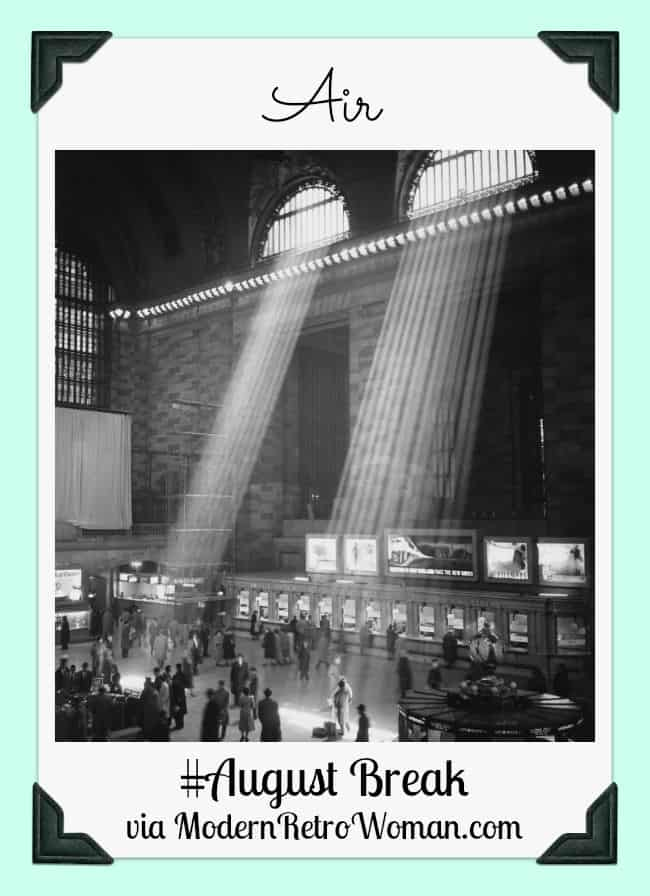 Photo of Grand Central Station in 1957, Air August Break ModernRetroWoman.com